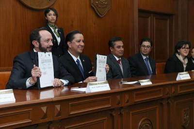 JORGE OLVERA Y GASCA PLIEGO FIRMAN CONVENIO