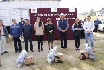 VICENTE ESTRADA ENTREGA PAQUETES INVERNALES