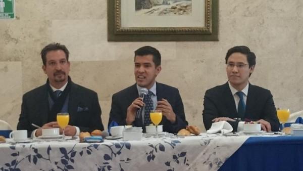 ALFONSO BRAVO Y ADAME PAN CONFERENCIA