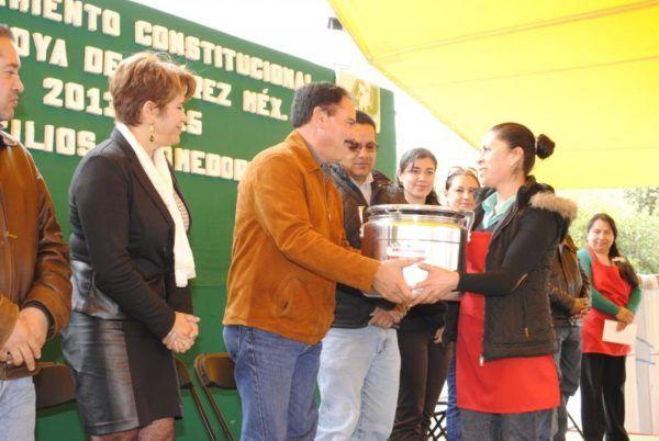 EQUIPAN COMEDORES COMUNITARIOS EN ALMOLOYA
