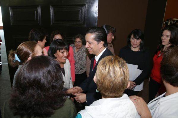 JORGE OLVERA MADRES UNIVERSITARIAS