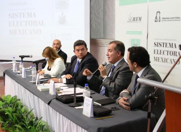 PRENSENTACION DE LIBRO DE LUIS CARLOS UGALDE