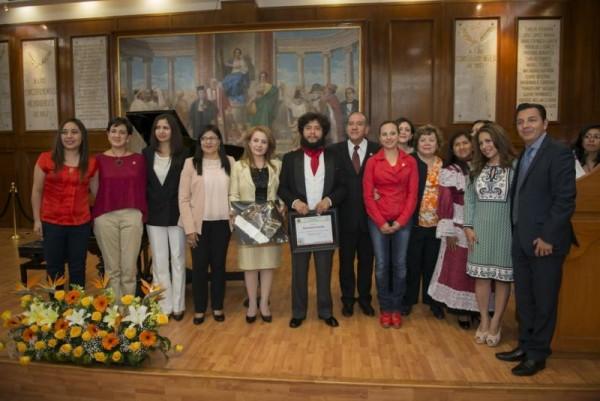 RECONOCE ALFONSO ARANA ASISTENCIA SOCIAL