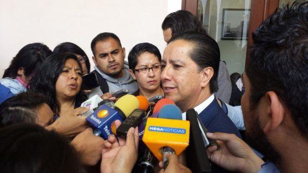 RECTOR EN ENTREVISTA PIDE MAS $