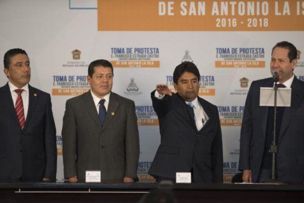 ACUDEN LEGISLADORES A TOMA DE PROTESTA DE ALCALDES