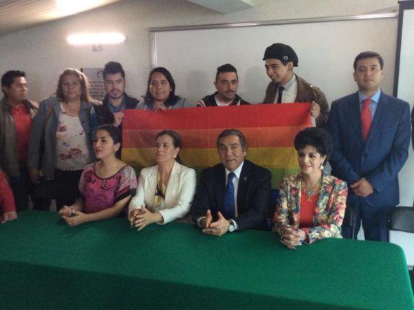 BARUCH DELGADO CON LA COMUNIDAD GAY