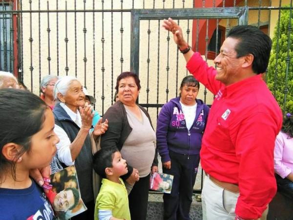 MANUEL CASTREJON PIDE EL VOTO CASA POR CASA