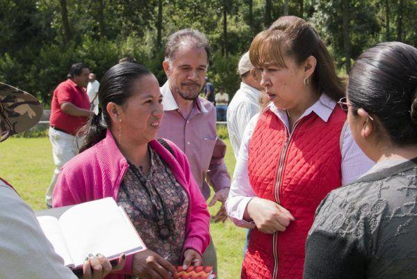 En gira de trabajo conjunta con el diputado federal Ignacio Pichardo entregó recursos para planteles educativos, caminos y espacios públicos, entre otros.