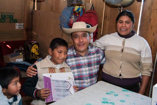 El presidente de la Jucopo acudió a la comunidad El Potrero de San José, en Temascaltepec, para convivir con los niños y sus familias.