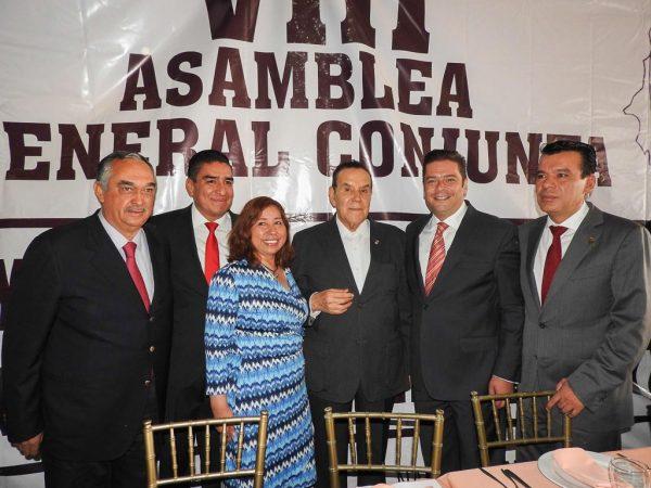 El diputado del PRI concluyó su gestión al frente del Congreso Laboral del Estado de México.