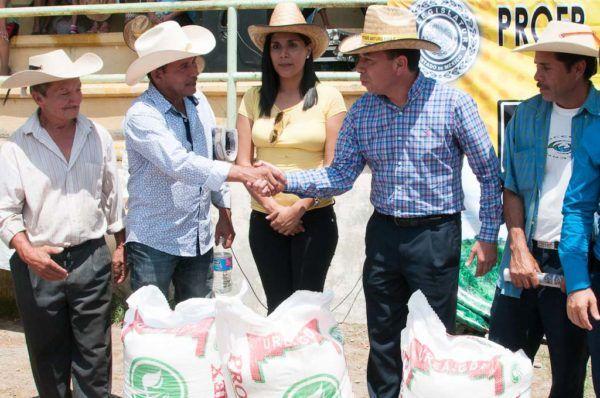 El diputado Arturo Piña (PRD) afirmó que el campo sigue siendo la principal fuente de empleos en esta región.
