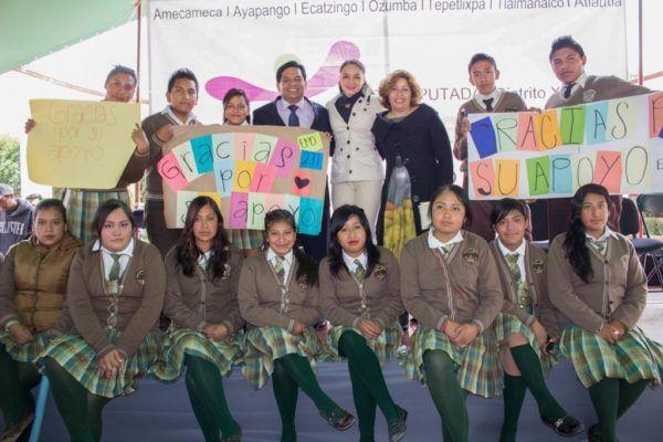Otorga Ivette Topete apoyos a 17 escuelas de la región de los volcanes