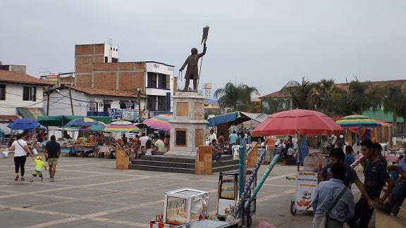 """Centro histórico """"opacado"""" por vendedores ambulantes, denuncian"""