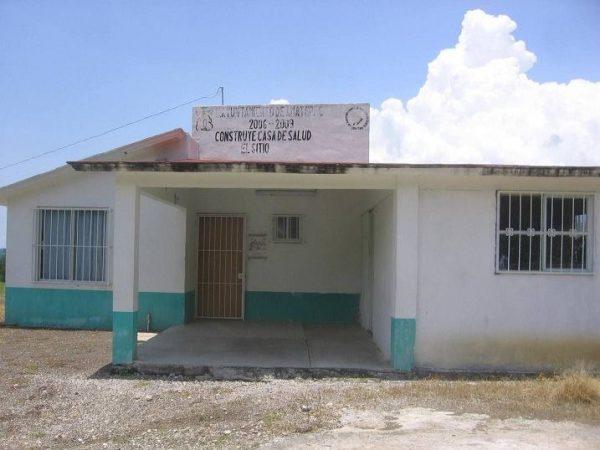 Actualmente en Tejupilco, Amatepec y Luvianos suman cuatro las casas de salud que están en el completo abandono, pero hay varios casos más donde estas clínicas rurales a pesar de contar con la atención periódica, los médicos asignados a las mismas no acuden