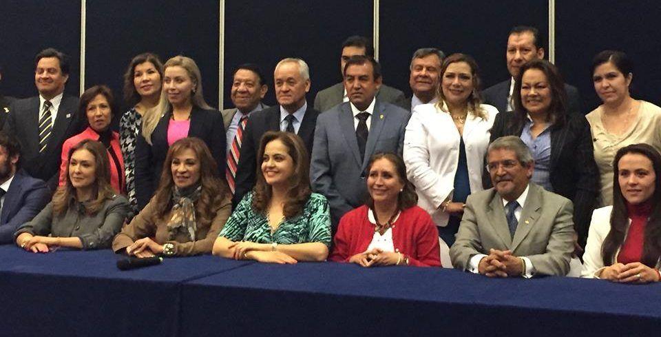 Reunión celebrada con el Consejo de Cámaras y Asociaciones Empresariales.  FOTO: Facebook María DE Lourdes Medina