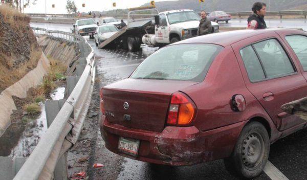 En los primeros 10 minutos de cualquier lluvia, explica el centro especializado, se generan demoras, congestionamientos y el caos vehicular, así como los impactos entre las unidades.