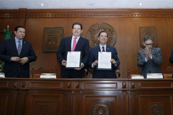 El rector Jorge Olvera García encabezó, con el presidente municipal de Metepec, David López Cárdenas, la firma del Convenio General de Colaboración entre la Autónoma mexiquense y el Ayuntamiento de Metepec.