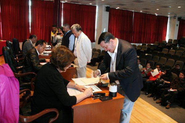 El registro se realiza de manera presencial a través de 15 sedes y vía electrónica en la página del Instituto (www.ieem.org.mx) en donde también se puede consultar la convocatoria respectiva.