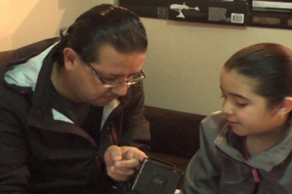""""""".. Mi héroe porque me cuida y  hace dos trabajos a la vez…""""  """"Felicidad, porque lo hace para una mejor vida para mí…"""" dijo, Melisa Alvarado, su  hija"""