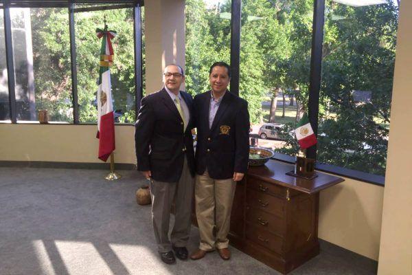 El rector de la Universidad Autónoma del Estado de México, Jorge Olvera García, se reunió con el cónsul general de México en Dallas, Texas, Francisco de la Torre Galindo