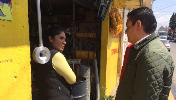 Eduardo Neri invitó personalmente a los comerciantes a colaborar con el ayuntamiento para garantizar la seguridad de los peatones.