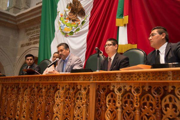 El diputado Gerardo Pliego (PAN) destacó que iniciativas surgidas de las ediciones pasadas del Simulador Parlamentario fueron formuladas y aprobadas por el Pleno de la 59 Legislatura mexiquense.