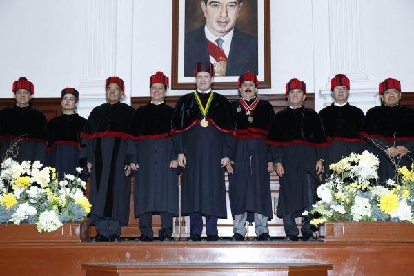Al tomar protesta al Consejo, el jefe del ejecutivo mexiquense, Eruviel Ávila Villegas, consideró que este es un justo reconocimiento a la trayectoria del rector de la UAEM.