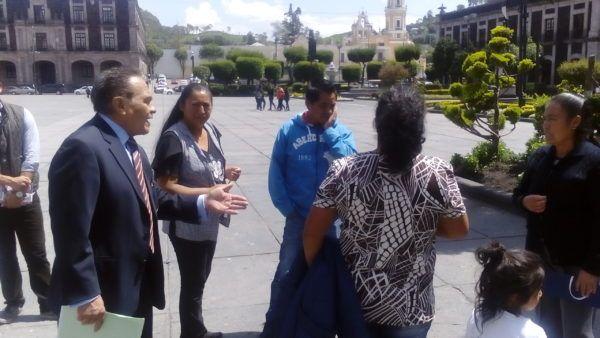 """""""Y donde nos surge la suspicacia, es que Francisco Yáñez del Toro no quiere que ésta gente venga a la tesorería a pagar, que finalmente dentro de la administración municipal es el único que tiene la facultad de cobrar y que además debe dar un recibo oficial"""" denunciaron"""