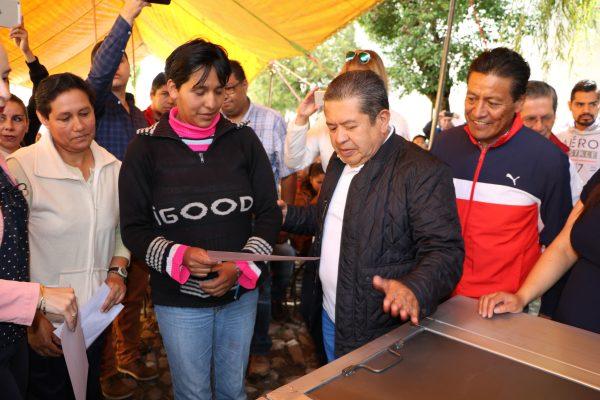 Los pobladores beneficiados fueron incluidos en los programas de piso firme, construcción de cuartos adicionales y losas para las familias con más necesidades