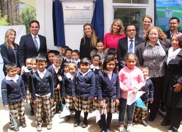 Se entregaron las obras de remozamiento en los kínder de San José Huiloteapan, Santa Cruz Ayotuxco y Canales