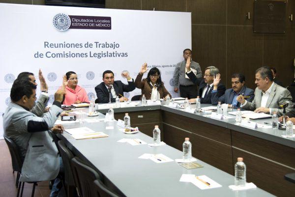 En reunión informativa presidida por el diputado Arturo Piña (PRD), el contralor Victorino Barrios presentó un informe de actividades.