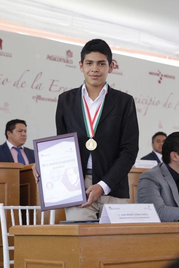 Desde sus estudios de nivel básico, Juan Manuel Suárez García, alumno de la Escuela Preparatoria de la UAEM, se distingue por su alto rendimiento académico y sobresale en las áreas de la ciencia, la cultura y el deporte.