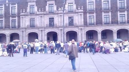 Se manifiestan ejidatarios de Lerma hasta Palacio de Gobierno; exigen respeto a sus tierras