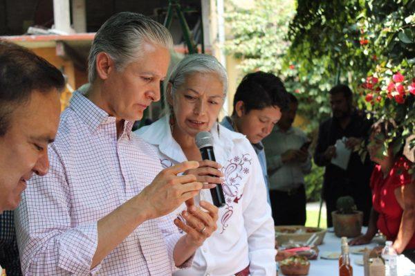 Se comprometió a gestionar proyectos productivos para las mujeres de Ecatepec