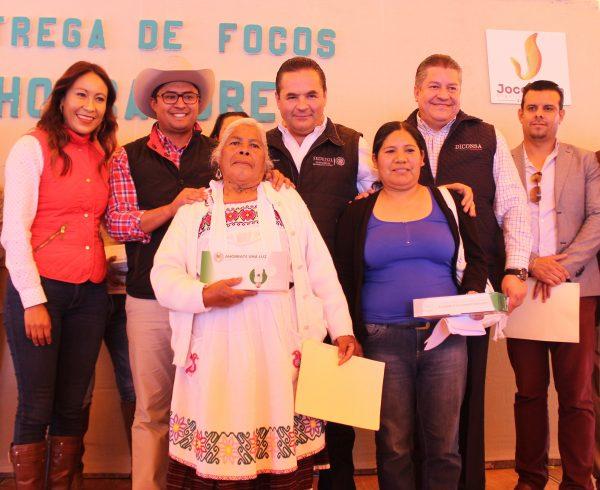 Sedesol y Diconsa entregaron focos ahorradores a vecinos de Jocotitlán