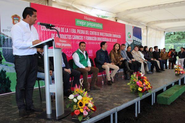 Acompañaron a Eduardo Neri, Presidente Municipal de Capulhuac, los Secretarios Estatales de Educación y de Desarrollo Agropecuario