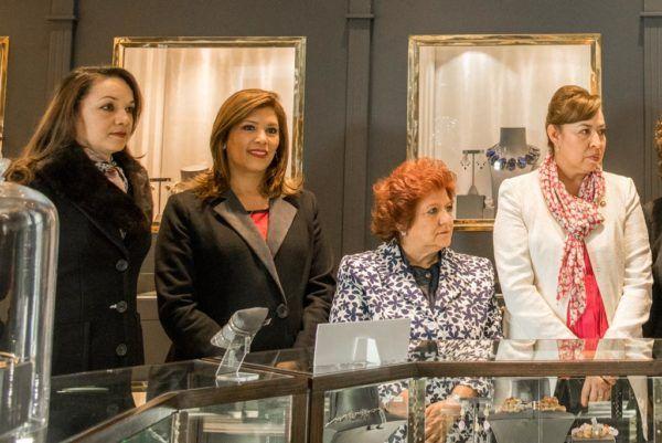 En alianza con el diseñador mexicano Daniel Espinosa, organizó una expo venta a fin de recaudar fondos para esta asociación civil.