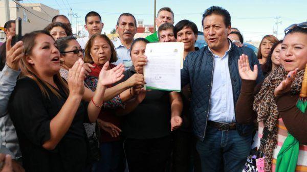 En el evento, el alcalde entregó la documentación de donación de una fracción de terreno de 384 metros cuadrados a la delegación y vecinos de La Loma II, para la construcción de un centro de convivencia social.