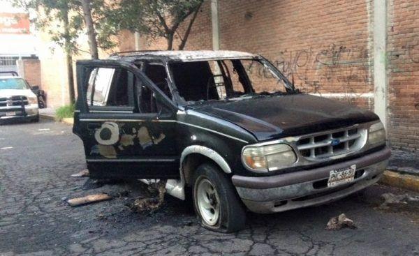 Encuentran camioneta quemada a un costado del Hotel Radisson