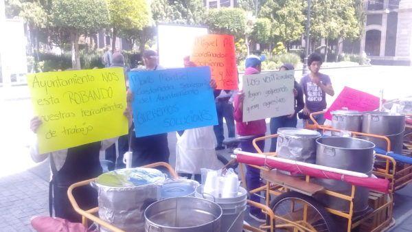 Tamaleros reclaman triciclos que les fueron decomisados por el Ayuntamiento de Toluca desde septiembre