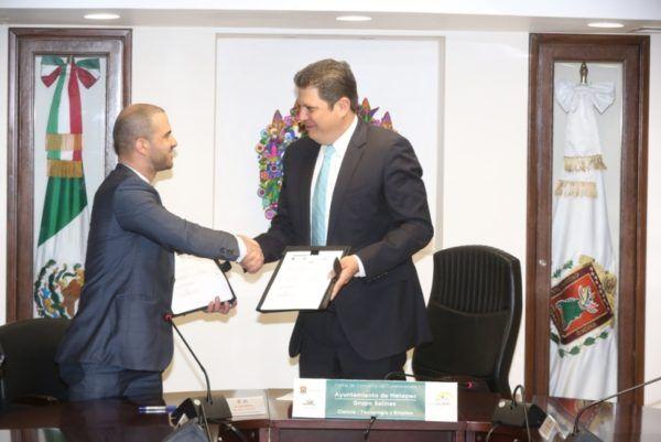 """Firman Ayuntamiento y Grupo Salinas convenio de colaboración """"Ciencia-Tecnología y Empleo""""."""