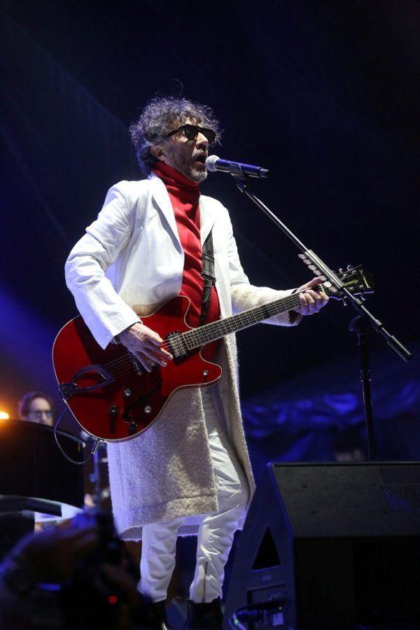 Durante más de hora y media deleitó al público con su característico estilo, cerrando con un encore que incluyó tres canciones.