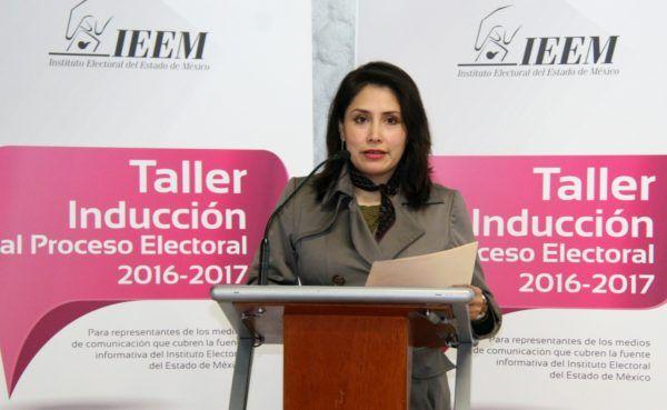 """Directivos y funcionarios del IEEM interactúan con los medios de comunicación en el Taller de """"Inducción al Proceso Electoral 2016-2017"""", para explicar las novedades de la elección que está en curso."""