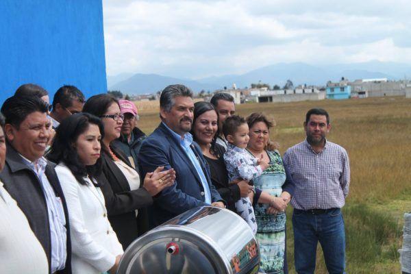 A un mes de colocar la primera piedra, se entregó la primera de 200 casas que se construirán en seis municipios mexiquenses