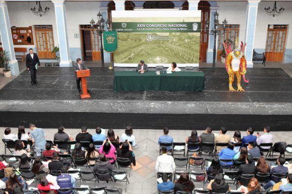 Entre los participantes en este congreso estuvo el profesor e investigador de la Universidad Nacional Autónoma de México, John M. Ackerman, quien presentó el libro de su autoría El mito de la transición democrática.
